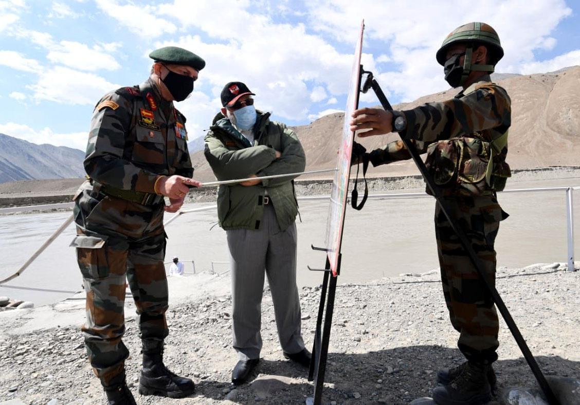 مودي يلتقي قادة الجيش الهندي عند الحدود مع الصين