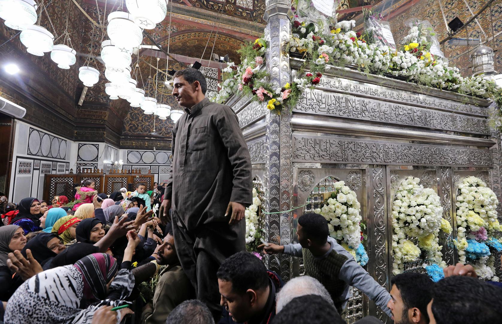 الكشف عن محتوى فيديو تسبب في إغلاق مسجد  الإمام الحسين بمصر