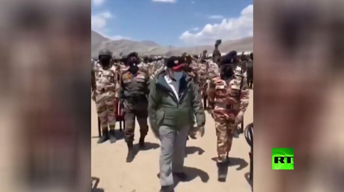بالفيديو... رئيس وزراء الهند في جولة تفقدية على الحدود مع الصين