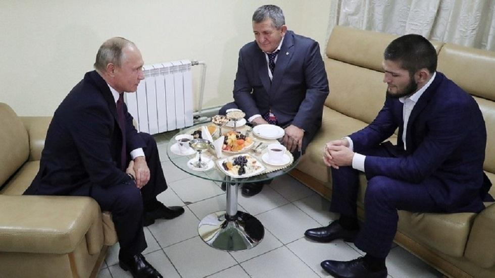 بوتين يعزّي حبيب نورمحمدوف في والده
