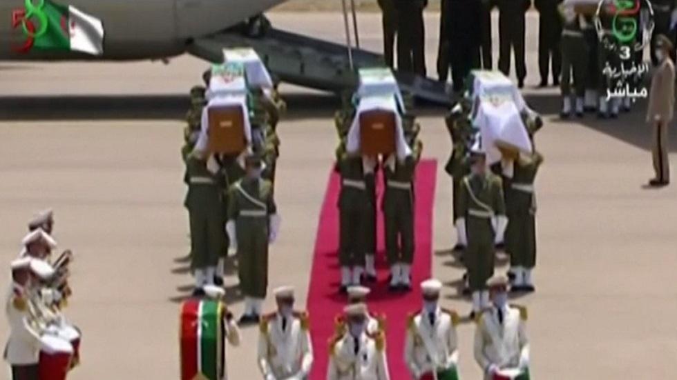 الجزائر تستقبل رفات 24 من قادة المقاومة