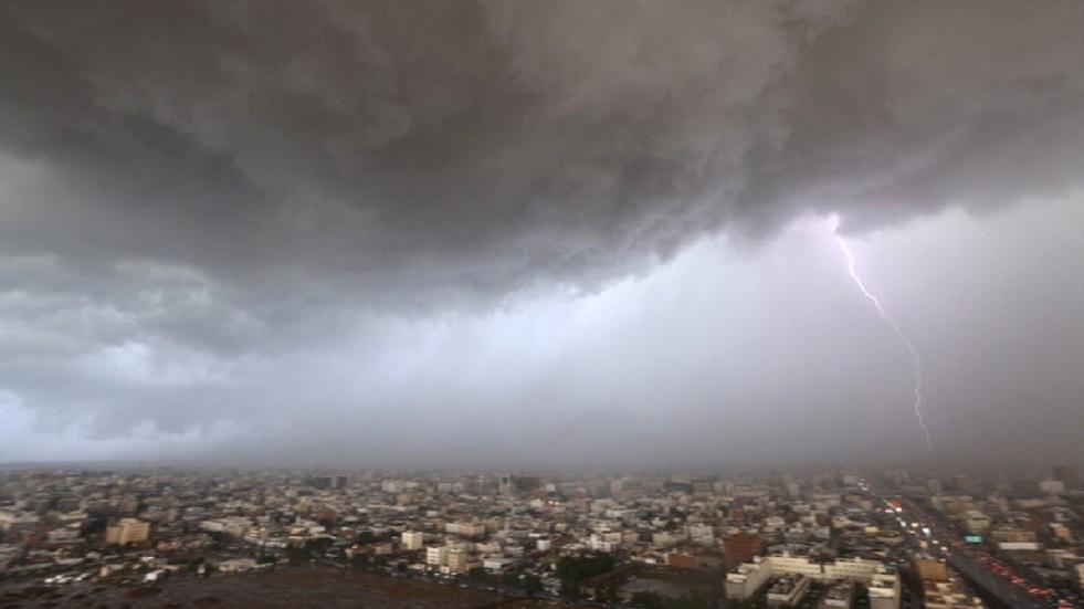أكثر من 200 ألف ياباني يستعدون لإخلاء منازلهم بسبب المطر الغزير