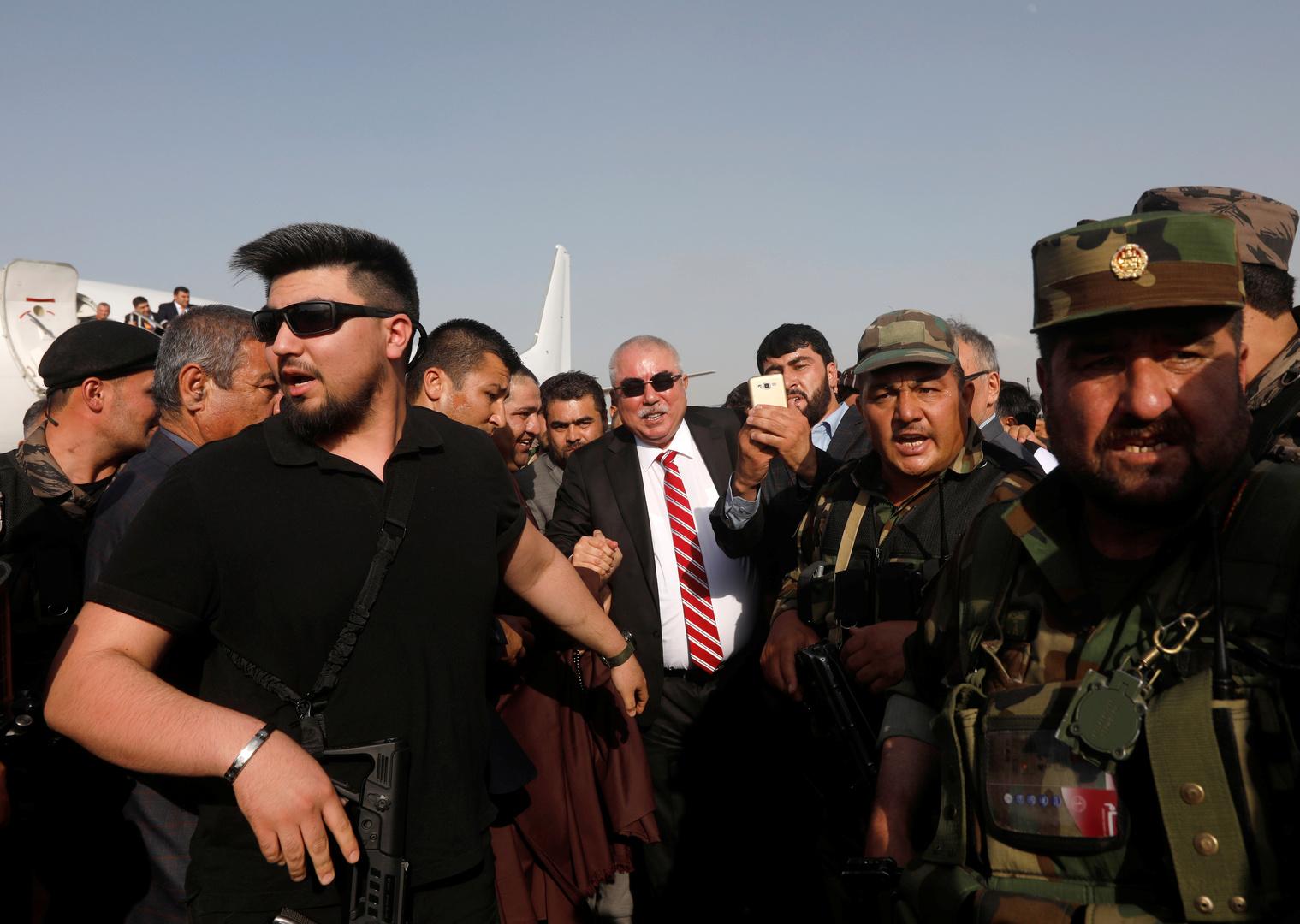 الرئيس الأفغاني يرقي أمير حرب سابقا متهما بارتكاب جرائم إلى أعلى رتبة في الجيش