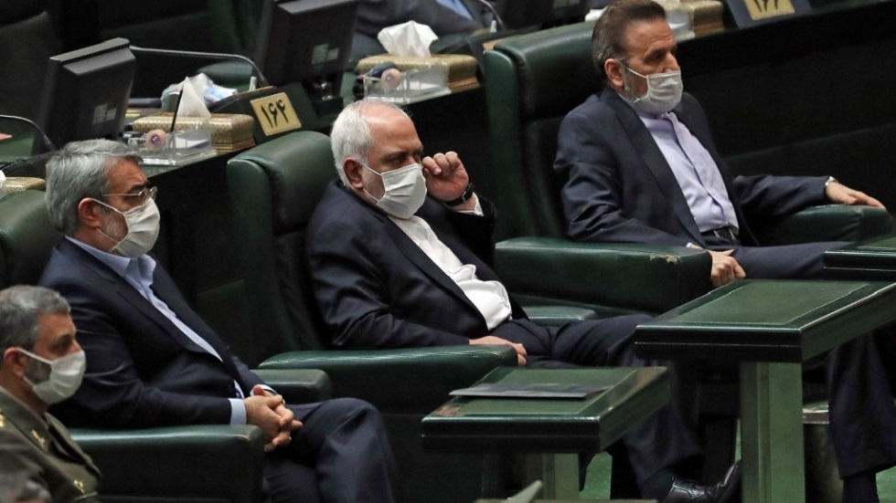 أمام البرلمان الإيراني.. ظريف متهم باتباع سكة خاطئة في السياسة الخارجية ومخالفة تعليمات المرشد