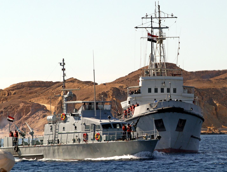 القوات البحرية المصرية تضبط كمية كبيرة من المخدرات على متن مركب صيد
