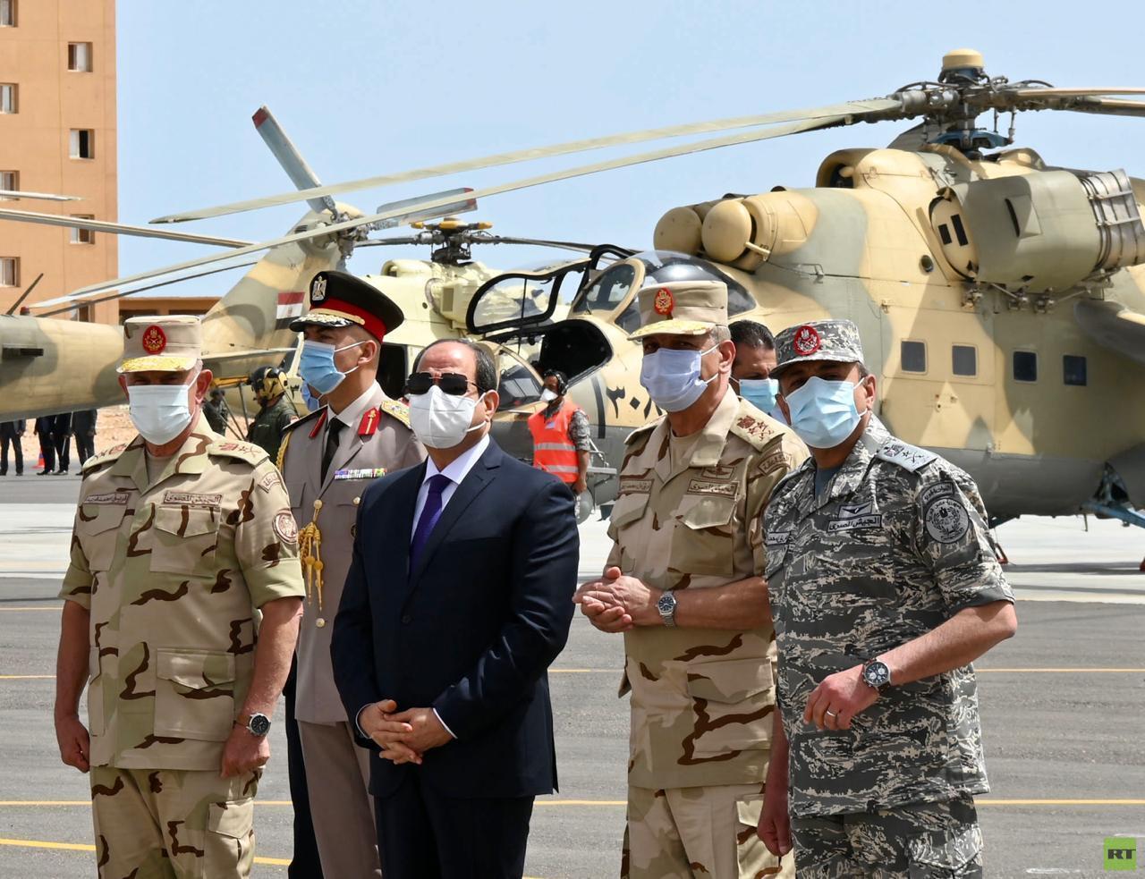 السيسي وقادة الجيش المصري