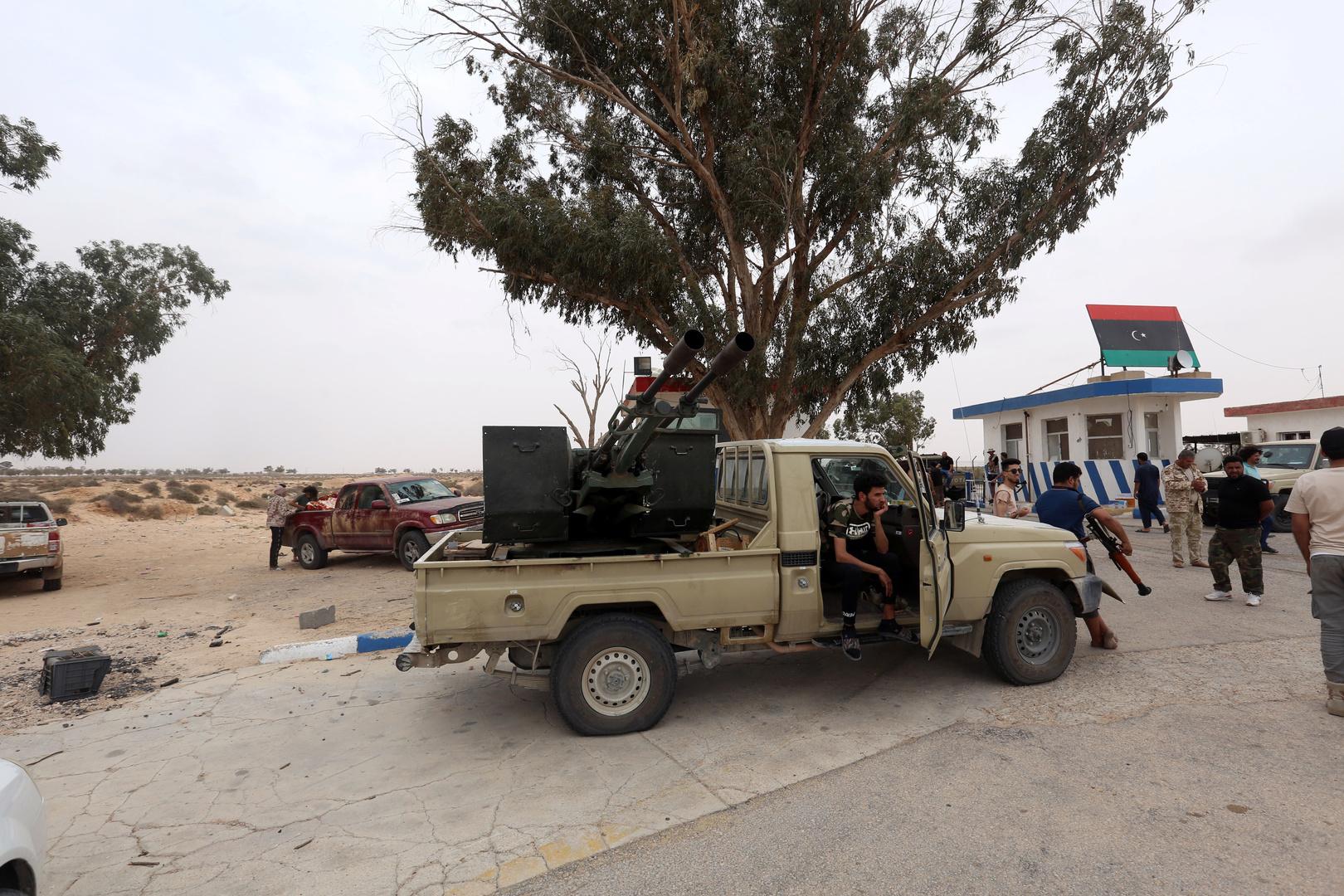 قوات موالية لحكومة الوفاق الليبية في قاعدة الوطية (صورة من الأرشيف)