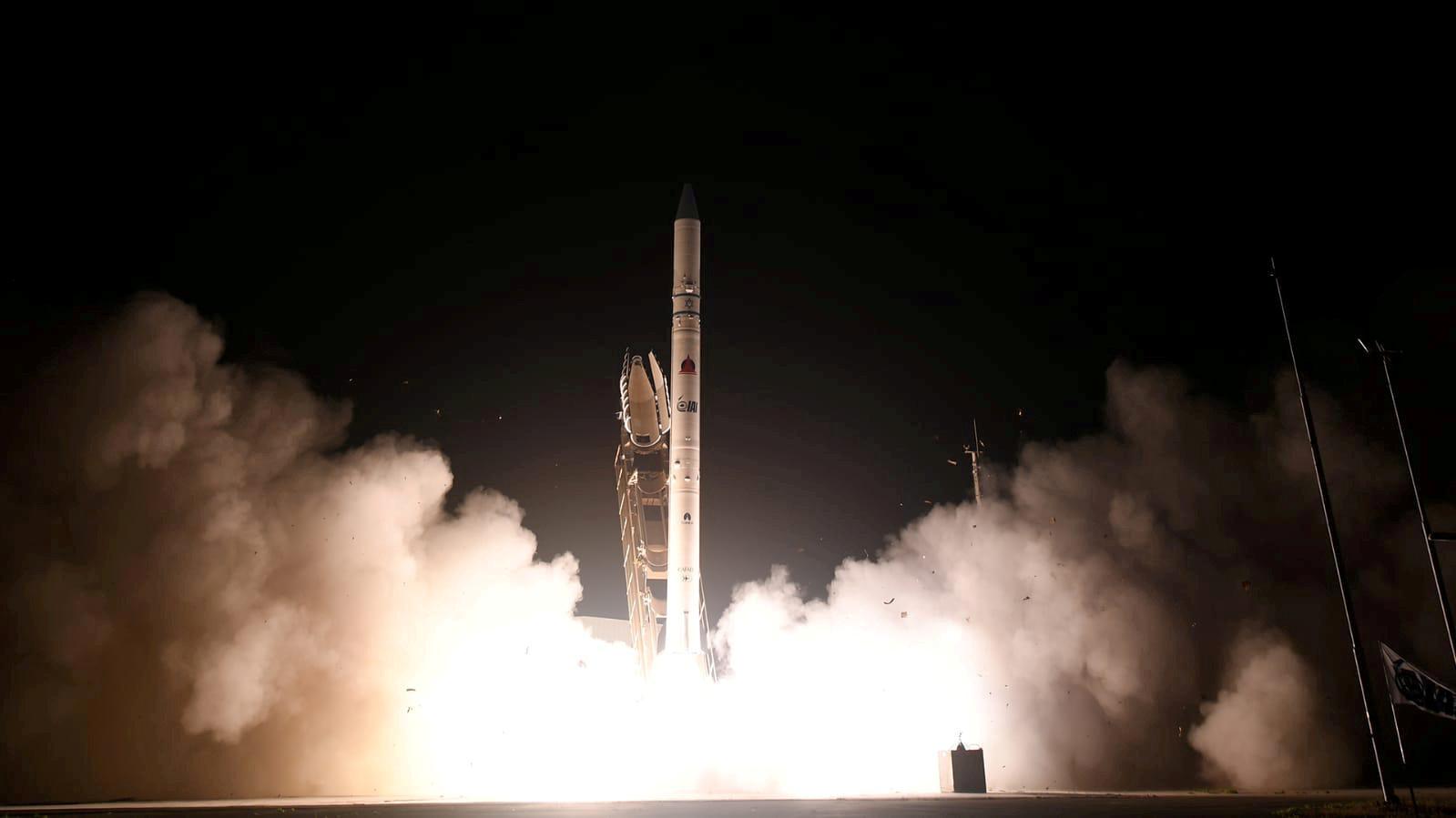 إسرائيل تطلق قمرا صناعيا استطلاعيا جديدا