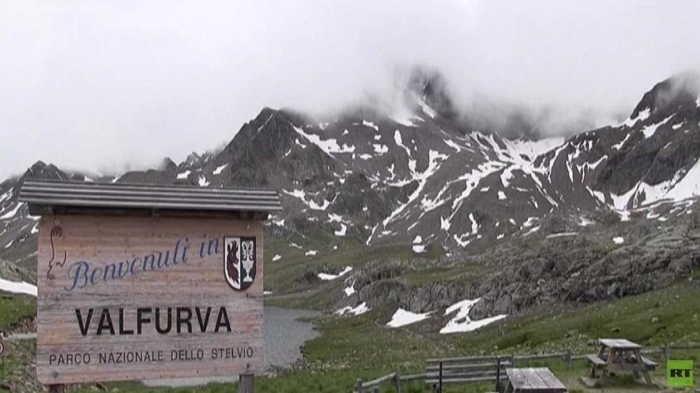 ظاهرة الثلج الزهري.. قلق في جبال الألب