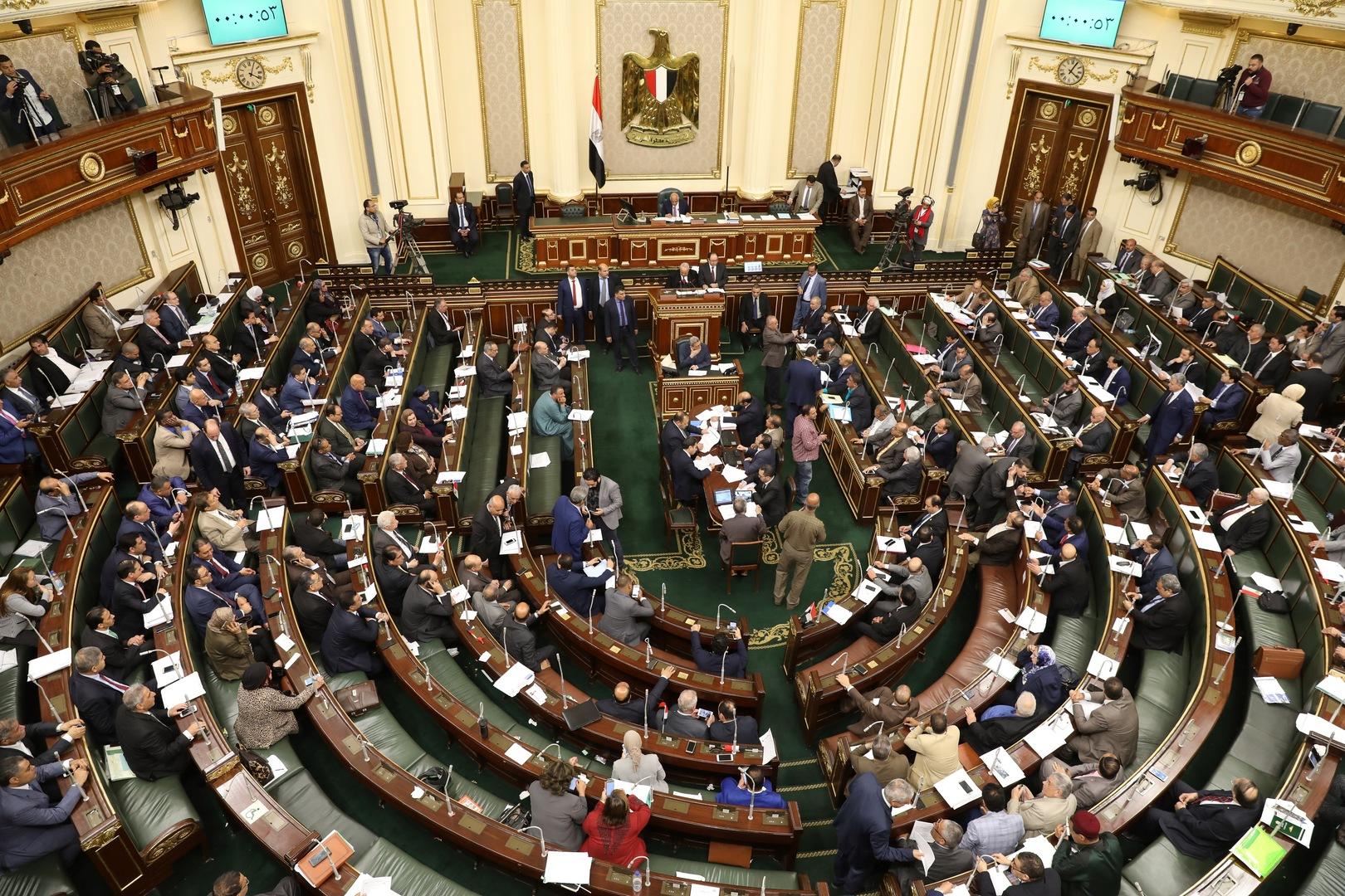 مجلس النواب المصري يوافق على قانون يمنع ترشح الضباط للرئاسة إلا بشروط