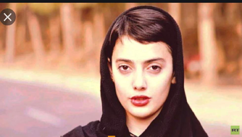 رقصة علنية جريئة لفتاة في إيران  تقودها مع الفرقة الموسيقية إلى السجن