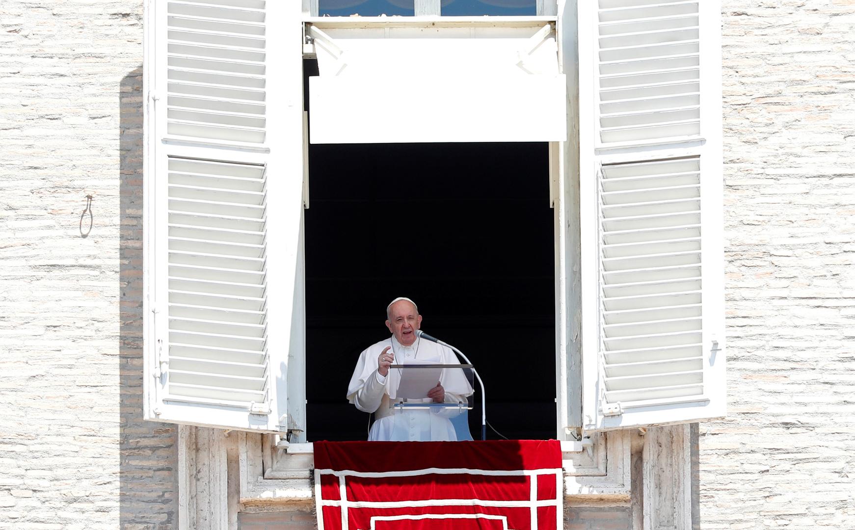 البابا فرنسيس يخاطب المؤمنين من على شرفته