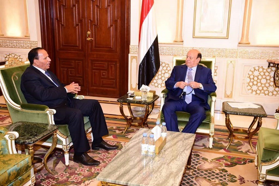 الرئيس اليمني عبد ربه منصور هادي ومستشاره عبد العزيز جباري