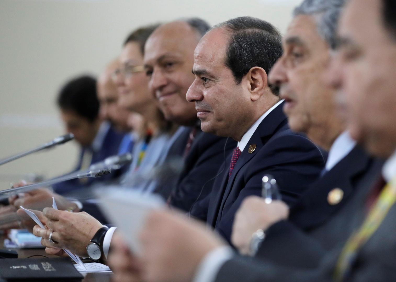 مصر.. السيسي يعقد اجتماعا حكوميا حضره وزير الدفاع وقيادة المخابرات