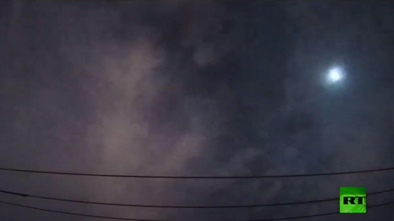 انفجار نيزك أخضر في سماء طوكيو