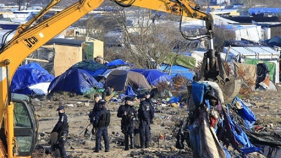 الشرطة تزيل مخيم لمهاجرين في كاليه بفرنسا - أرشيف