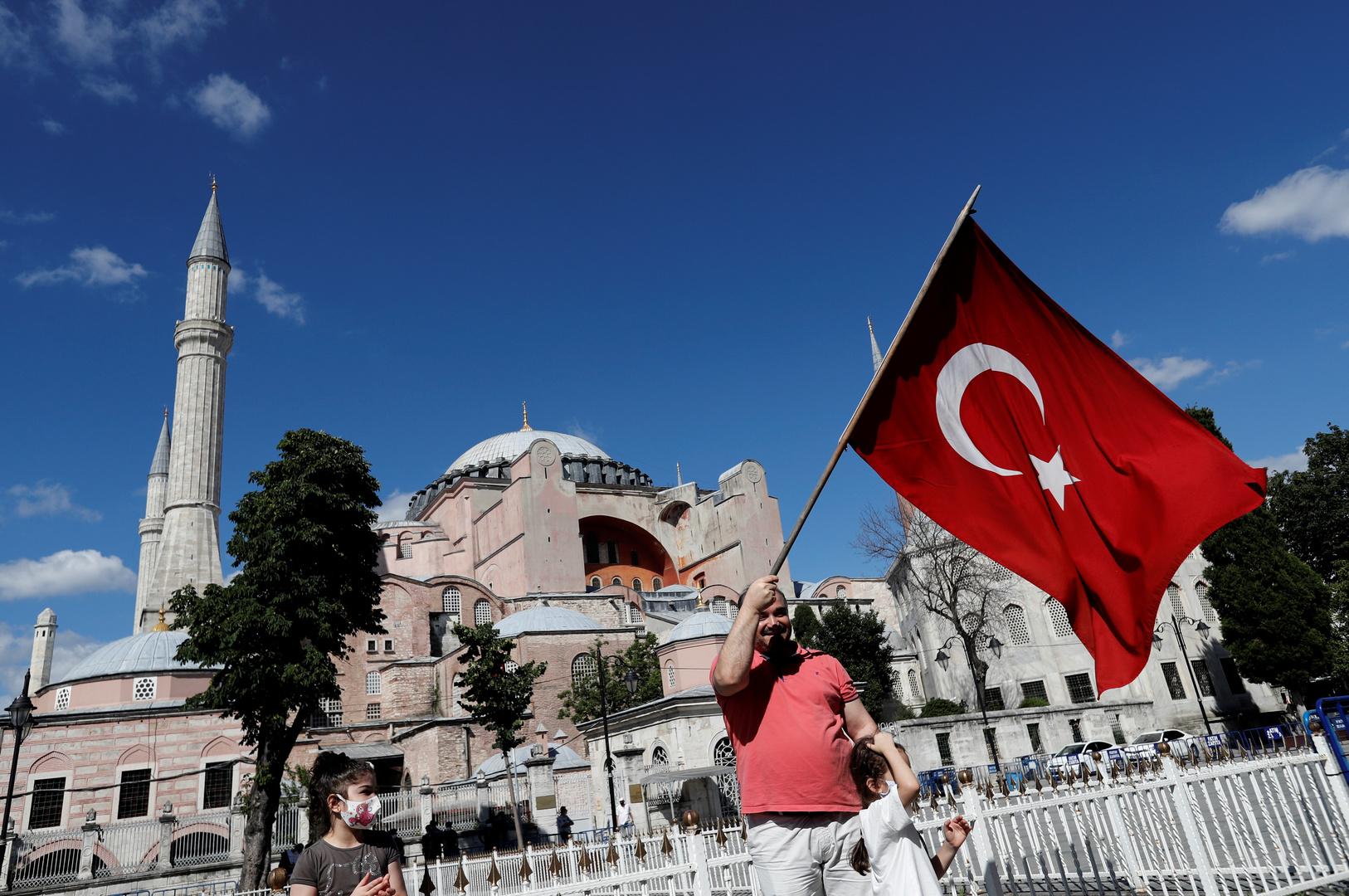 أردوغان يوقع مرسوما يقضي بفتح معلم آيا صوفيا التاريخي كمسجد
