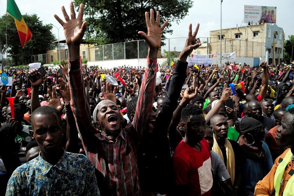 الشرطة في مالي تطلق الرصاص لتفريق محتجين يطالبون باستقالة الرئيس