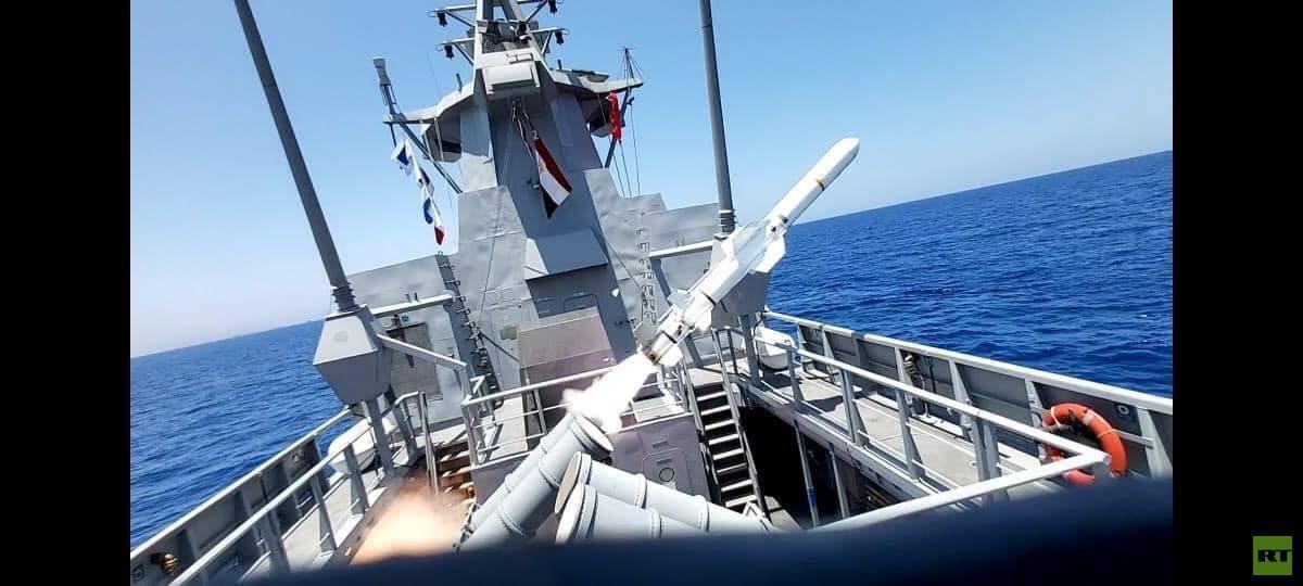 الجيش المصري يغرق سفينة في البحر المتوسط بضربة صاروخية واحدة (فيديو+صور)