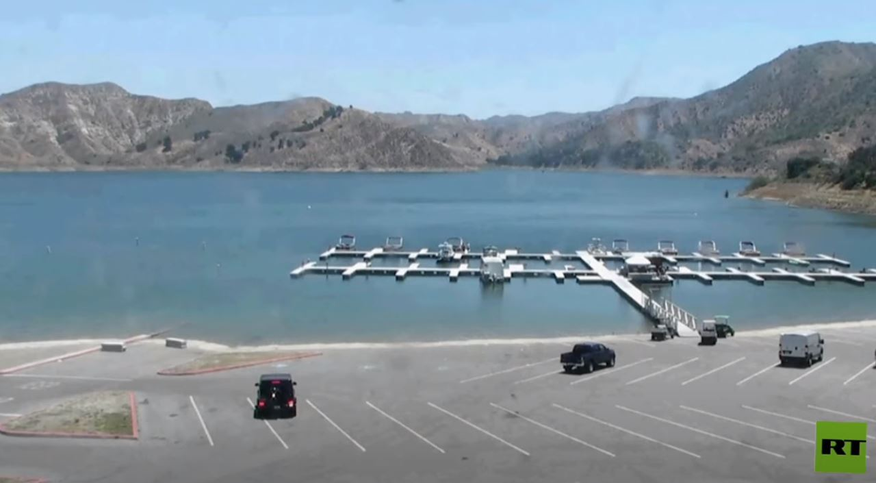 اللقطات الأخيرة لنجمة أمريكية قبل إختفائها في بحيرات كاليفورنيا