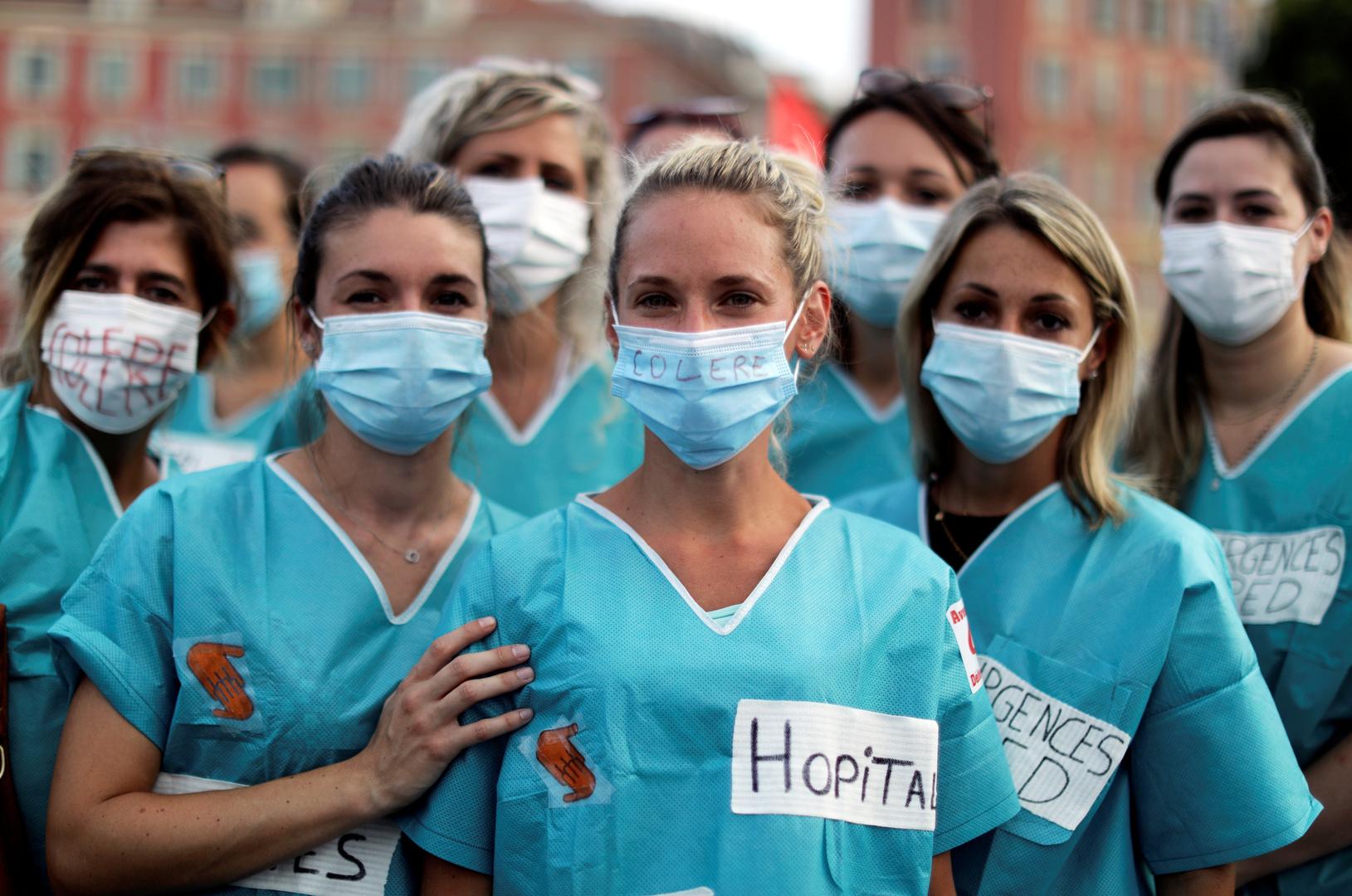 طبيبات وممرضات فرنسيات