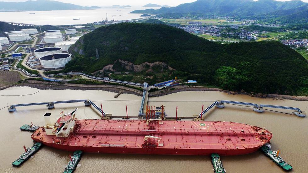 للمرة الأولى.. شركة روسية تورد صنفا جديدا من النفط إلى الصين