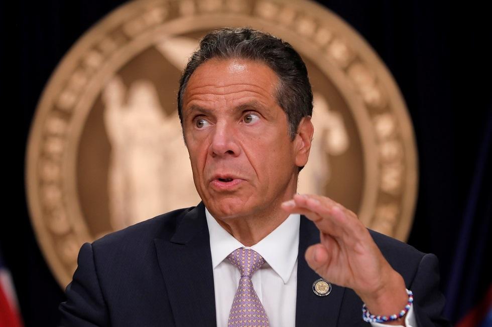 حاكم نيويورك ينتقد ترامب بشدة ويكشف شروط إعادة فتح المدارس