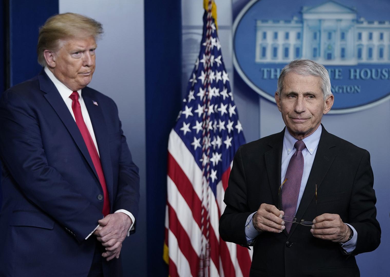 البيت الأبيض ينفي وجود خلافات بين ترامب وفاوتشي