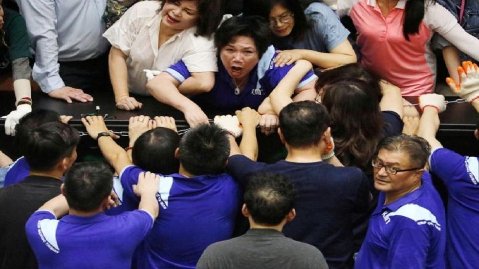تايوان.. المعارضة تحتل البرلمان مجددا بعد اشتباكات