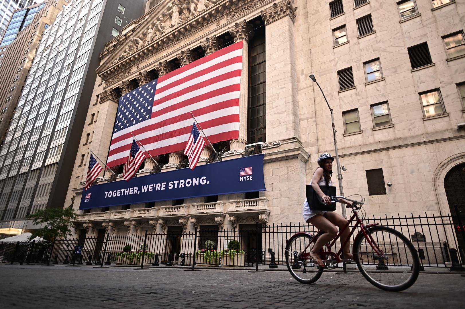 بورصة وول ستريت تغلق مرتفعة بقيادة أسهم الطاقة والمواد الأساسية