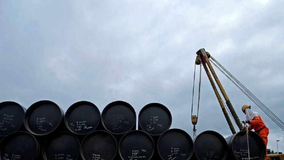 مخزونات النفط الأمريكية تسجل هبوطا حادا الأسبوع الماضي
