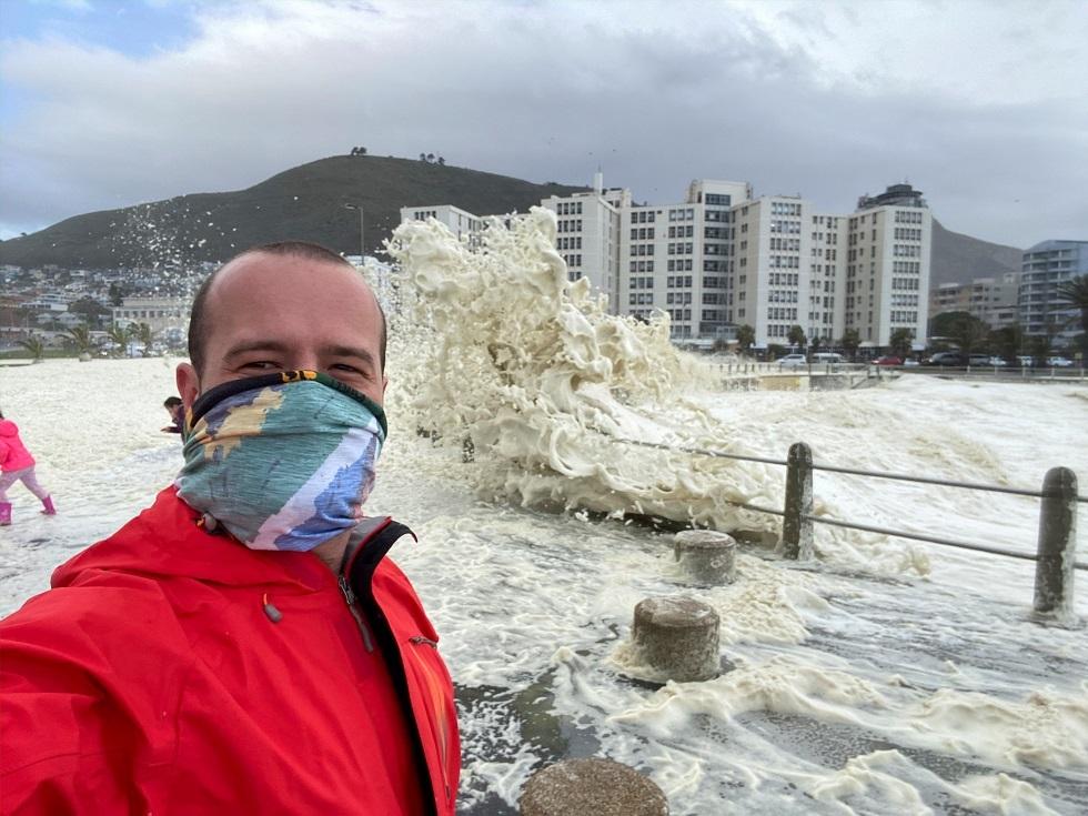 إصابات كورونا في جنوب إفريقيا تتجاوز حاجز 300 ألف