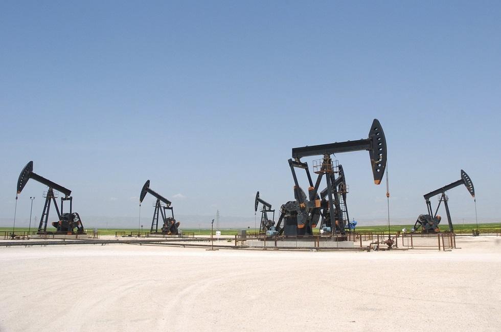 أسعار النفط تصعد 2% بدعم من هبوط حاد في المخزونات الأمريكية