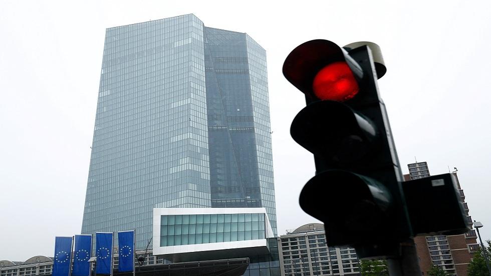 المركزي الأوروبي يبقي على سياسته فائقة التيسير
