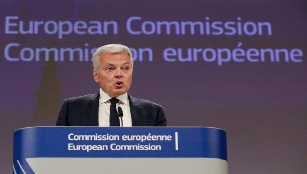 مفوض الاتحاد الأوروبي للعدل ديدييه دينديرز في بروكسل في 16 الجاري