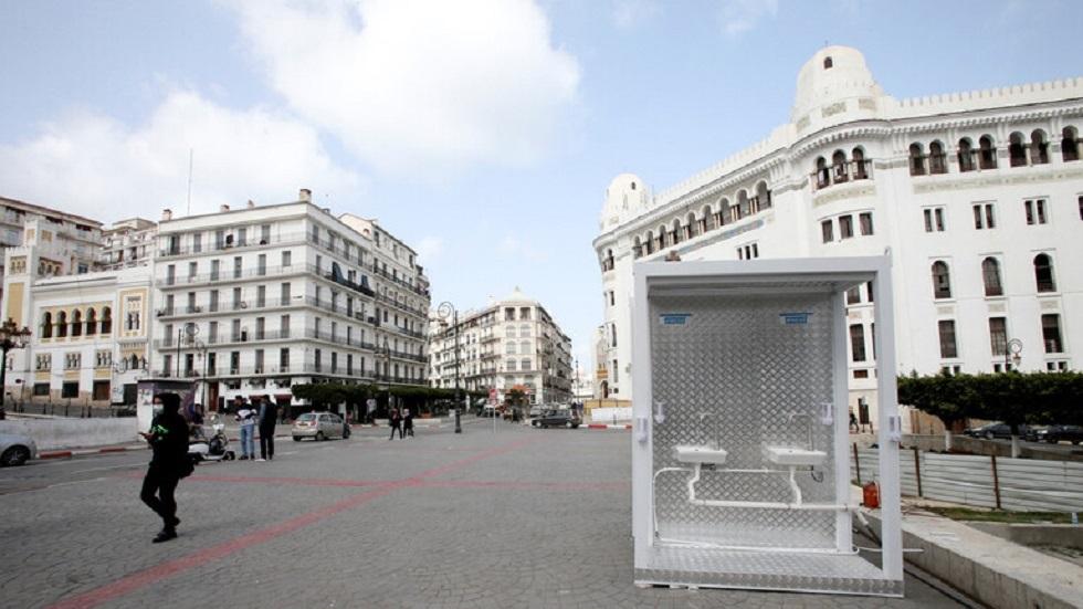 الجزائر تقرر تمديد منع حركة المرور بسبب كورونا لأسبوع آخر