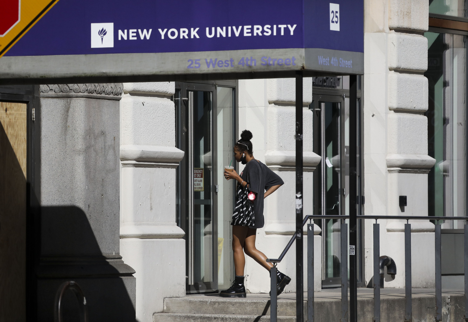 صحيفة: الولايات المتحدة تستثني الطلاب الأوروبيين من حظر السفر