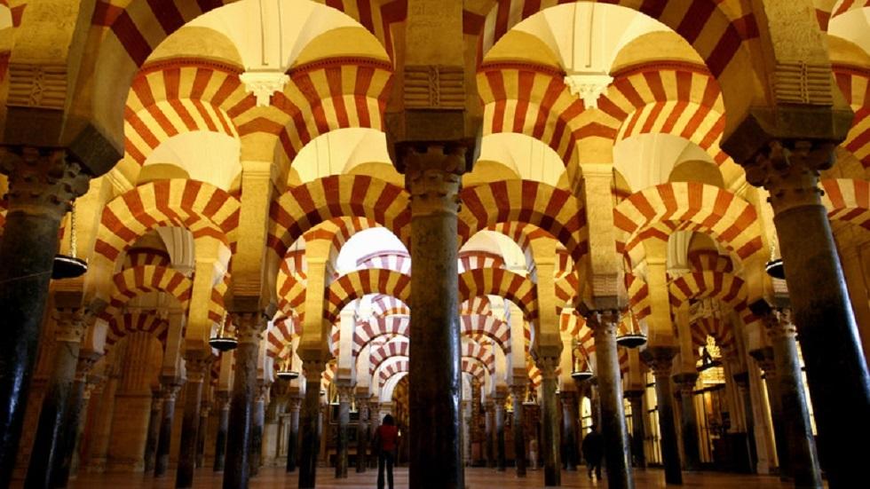 حاكم الشارقة يطالب بإرجاع مسجد قرطبة في إسبانيا للمسلمين (تسجيل)