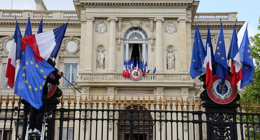 باريس: على واشنطن فعل المزيد لفرض حظر السلاح على ليبيا