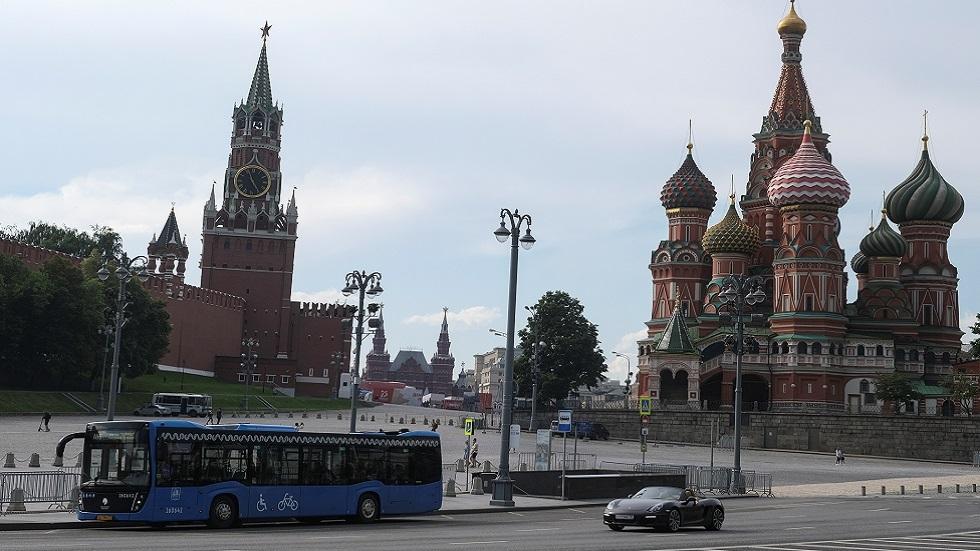 روسيا تسجل أقل من 6300 إصابة و124 وفاة جديدة بكورونا