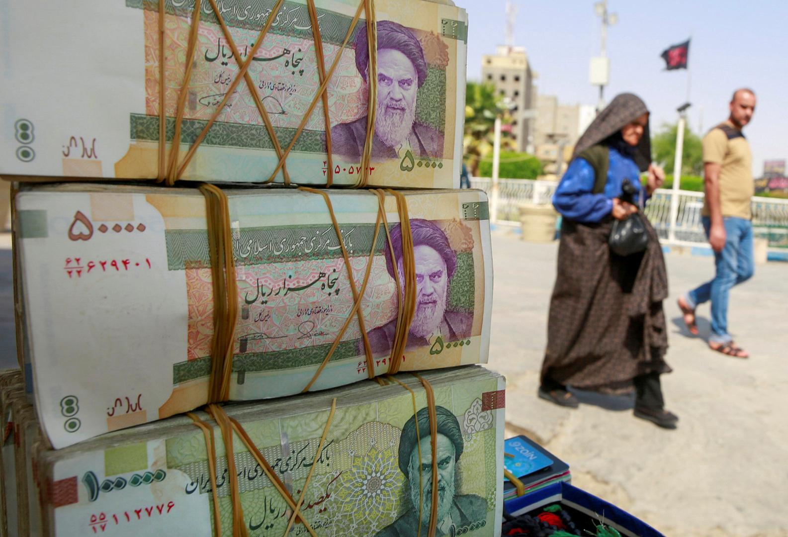 الريال الإيراني يسجل انهيارا تاريخيا جديدا