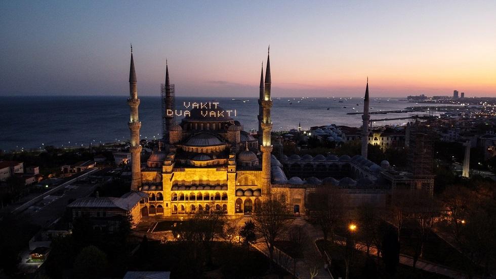 شركة سعودية تعتذر عن نشرها آية قرآنية مع صورة مسجد تركي