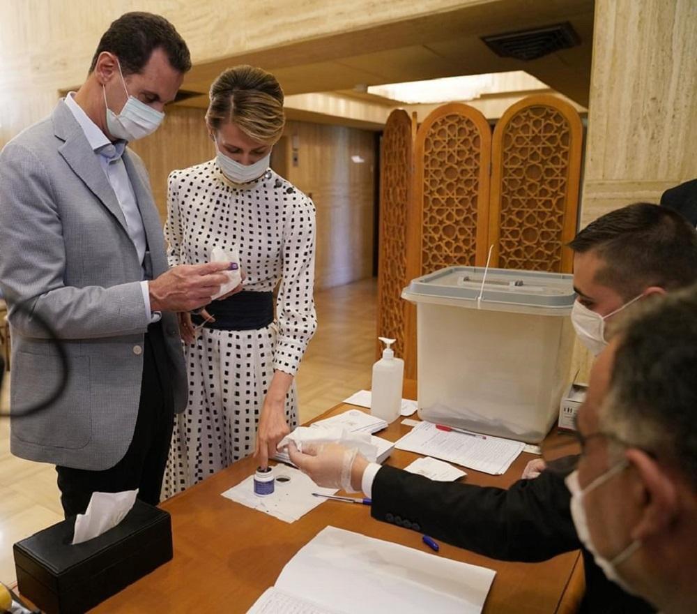 الأسد وعقيلته يدليان بصوتيهما في انتخابات مجلس الشعب