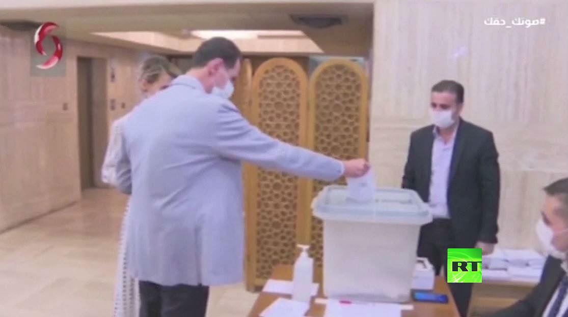 الأسد وعقيلته يدليان بصوتيهما في الانتخابات البرلمانية