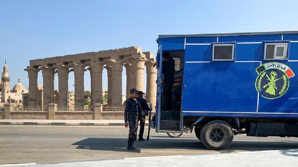 مصر.. القبض على قاتل والدته وزوجته و3 من أبنائه حرقا