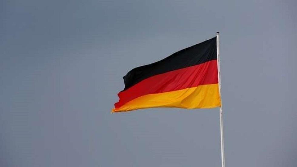 شاهد.. طائرة صغيرة تصطدم ببرج ساحة للطيران في ألمانيا