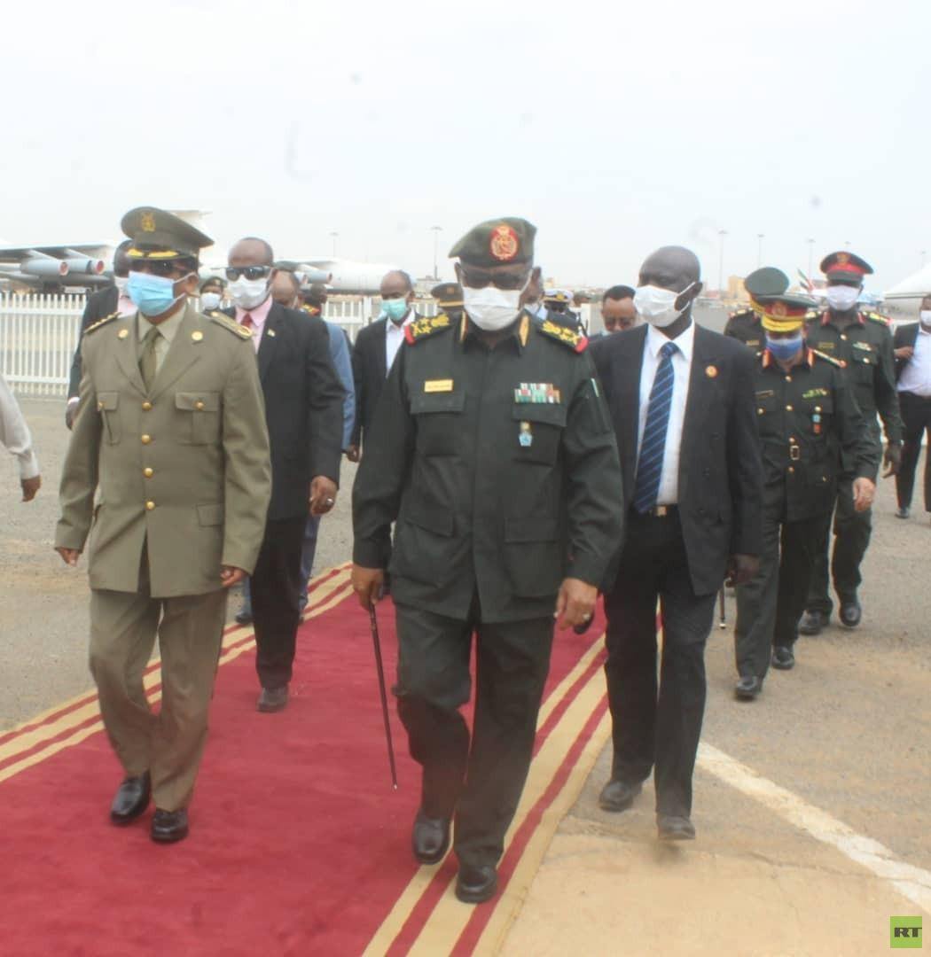 رئيس الأركان الإريتري يصل إلى السودان على رأس وفد رفيع (صور)