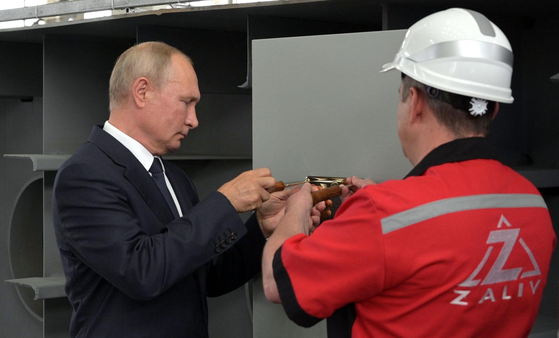 بوتين يضع حجر الأساس لبناء سفن حربية حديثة