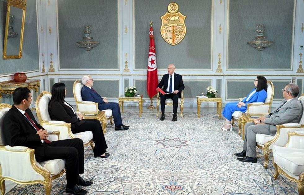 رئيس تونس: البرلمان يعيش حالة من الفوضى ولن أظل مكتوف الأيدي أمام تهاوي مؤسسات الدولة (فيديو)