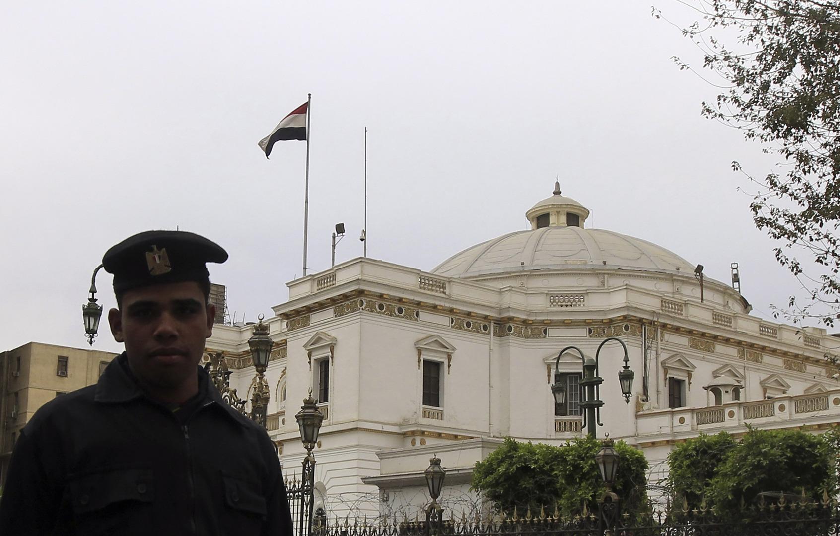البرلمان المصري يفوض القوات المسلحة بالتدخل العسكري لحماية الأمن القومي